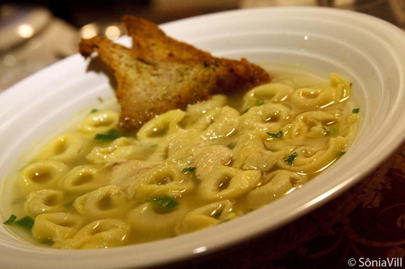 Sopa de capelettis