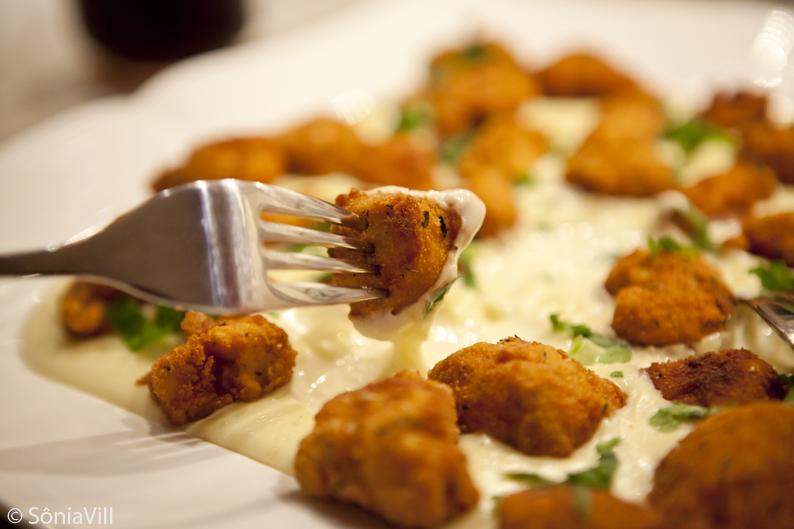 Cubinhos de frango em molho de queijo