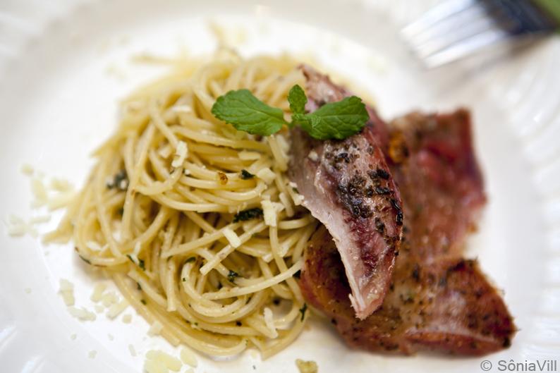 spaghetti ao pesto de hortelã